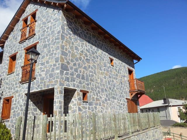 preciosa borda pirenaica de piedra - Castiello de Jaca - Chalet