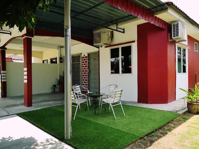 Ayang Guesthouse Parit Buntar