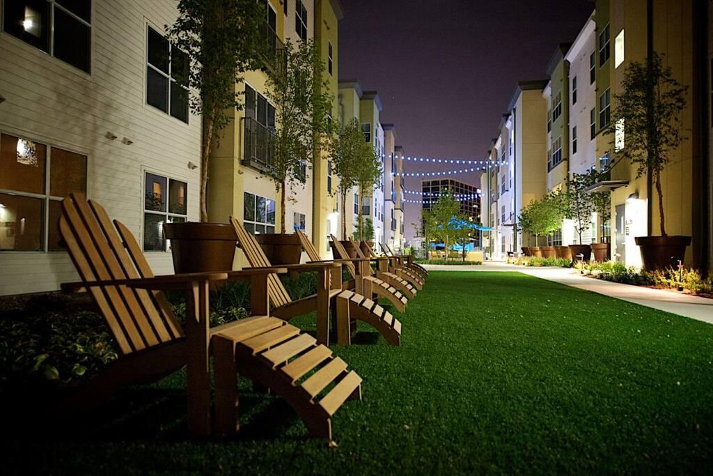 B and F Flats Rentals  Dallas TX  Apartmentscom
