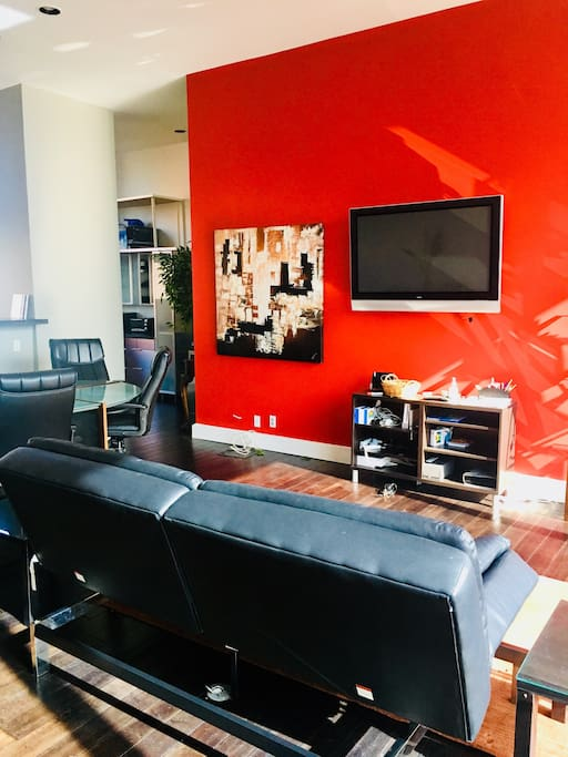 Main living area with flatscreen tv and open concept