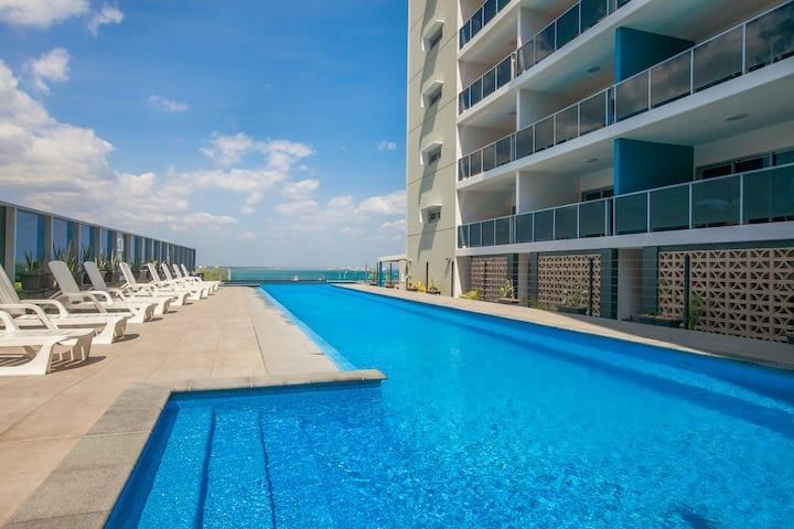 CBD Apartment w Breakfast, Wifi, Foxtel, Pool!
