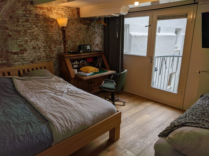 Private bedroom in a 17th century canal storehouse