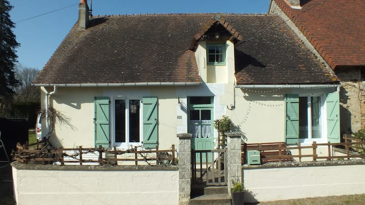 Le Petit Four A Beautiful 3-Bed Cottage in Lignac