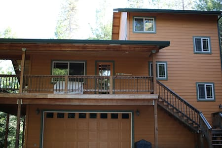 Cozy 3 Story Cabin - Near the River - Lewiston - Blockhütte