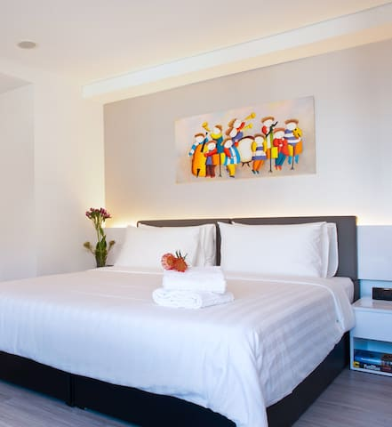 Just a stroll from your office in the central business district, we provide the ideal corporate accommodation for executives and travellers