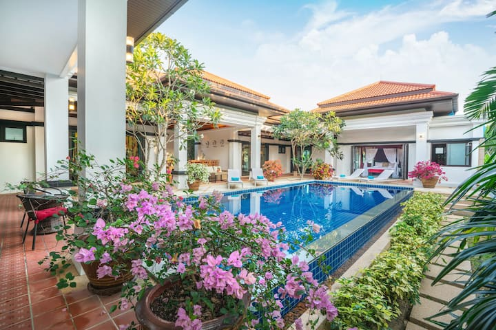 Luxury Private Pool Villa Magnolia Phuket