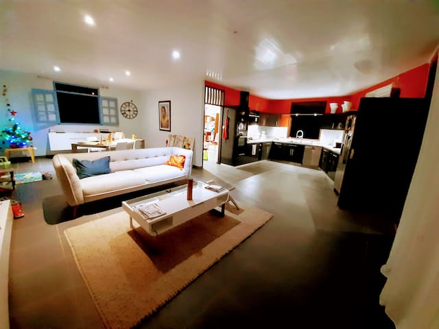 Grande Chambre confortable dans villa de standing