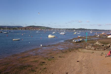 Cosy and comfortable by the sea - Exmouth