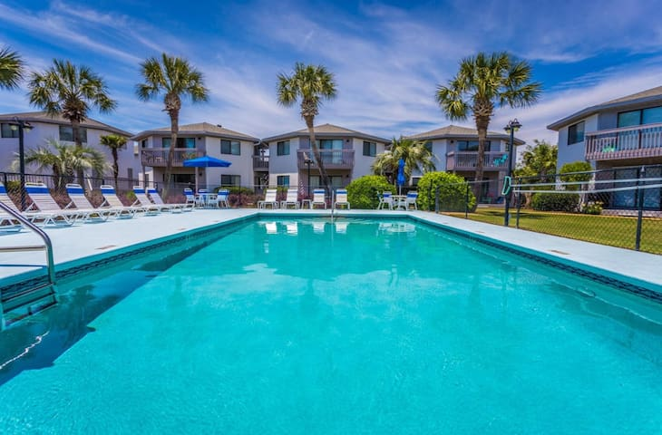 Newly remodeled condo minutes from the beach