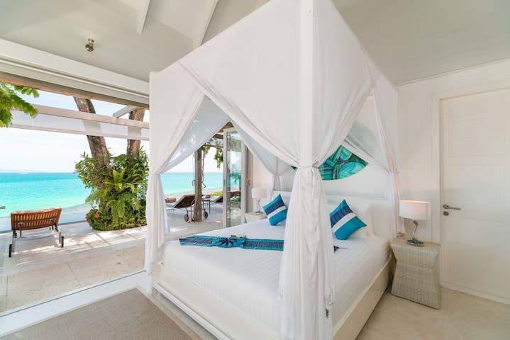 Headland Villa 3 Master Bedroom