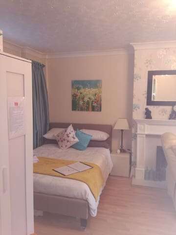 avalible june Large double extra rooms available