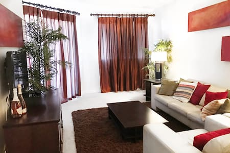 2 Bedroom by Strip and Convention - Las Vegas