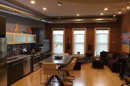 Contemporary studio apartment in downtown Wabash - Condominio