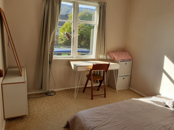 Tidy & Cosy room in Wainuiomata, Lower Hutt.