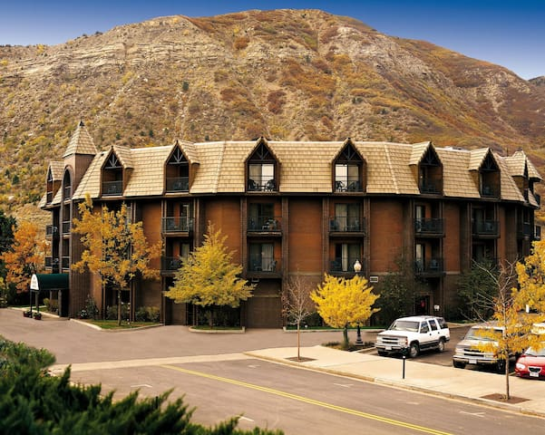 LUXURY DURANGO RESORT | Walk to Historic Downtown