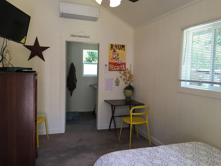 Sweet Cabana One double bed,  flatscreen TV, with premium channels,  air conditioning,  private bathroom, and  small kitchenette.  Every view , looks out to our  beautiful nature. Country living at its finest.