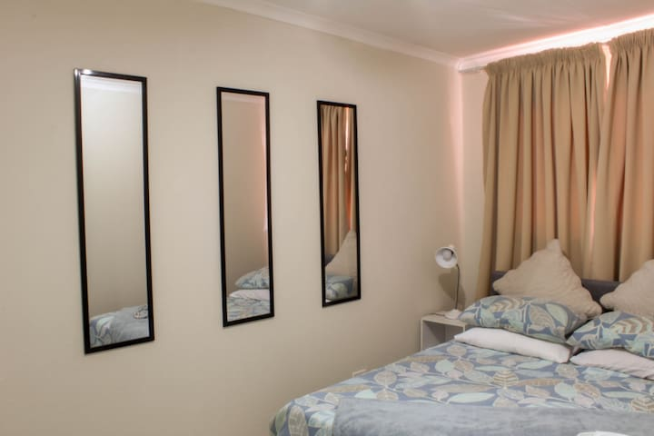 Relaxing private room, fast wifi, shared bathroom