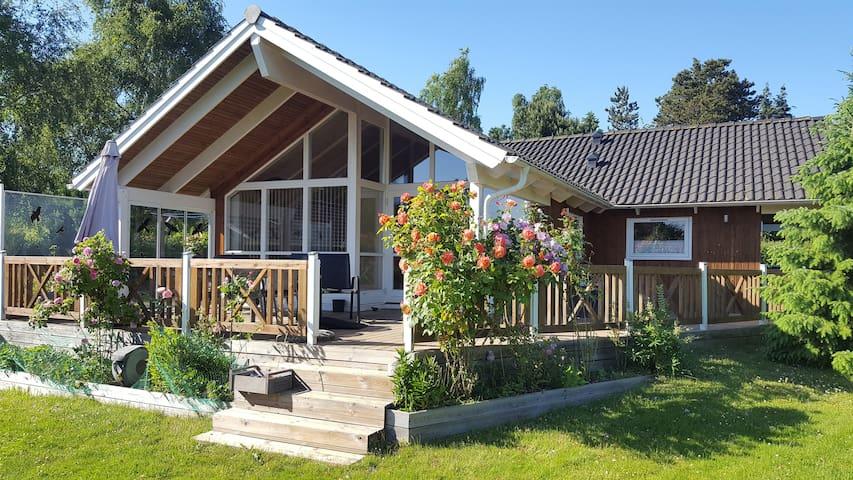 Dejligt sommerhus med skøn terrasse/Full home