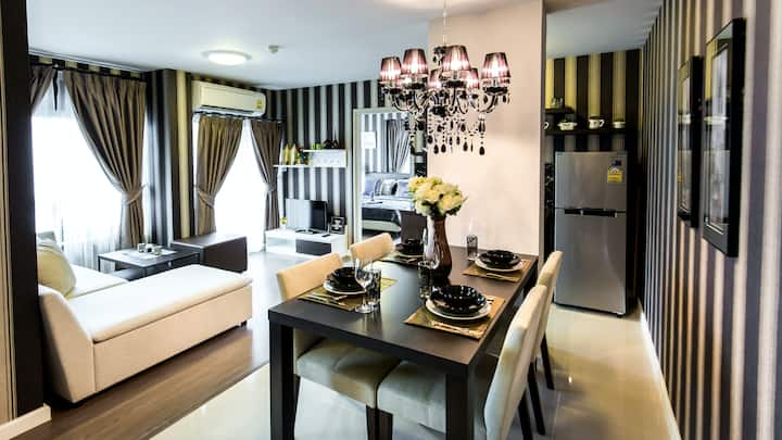 2-bed, 3 room AMAZING luxurious condo with a car