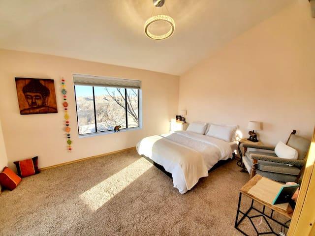 Boutique C: Queen Bedroom #6