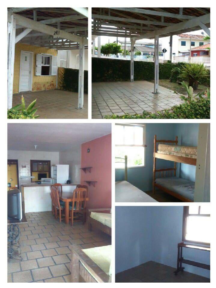Casa Amarela Shangri-lá, 200 metros da praia, duas quadras do centro do Balneário, local tranquilo, vizinhança familiar.
