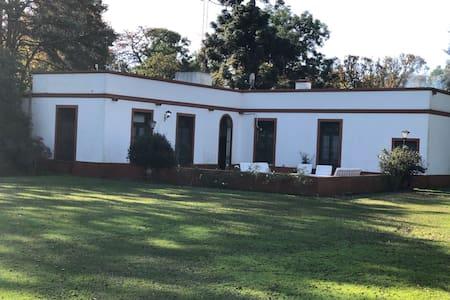 Estancia Las Rosas con cancha de golf, polo ytenis