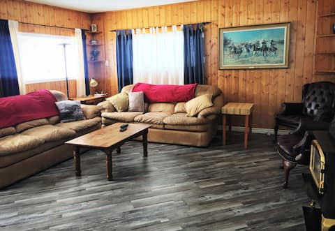 Waterfront Guest House on Quesnel Lake - 4 Bedroom