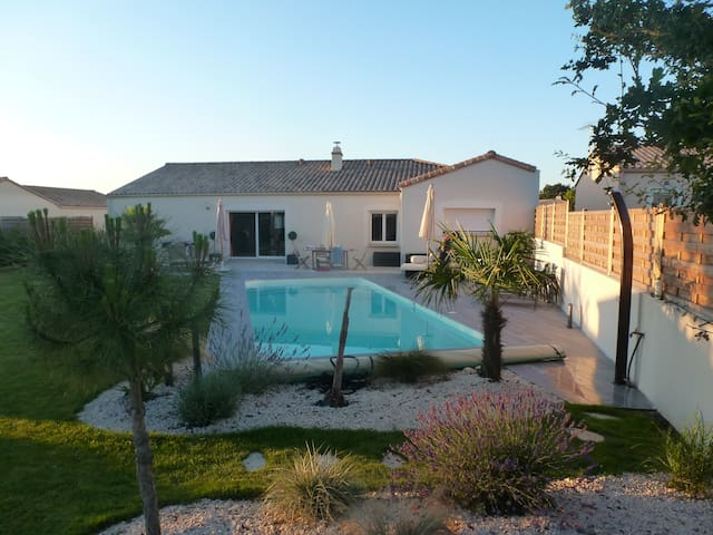Villa vendéenne avec piscine chauffée - Mouilleron-le-Captif - House