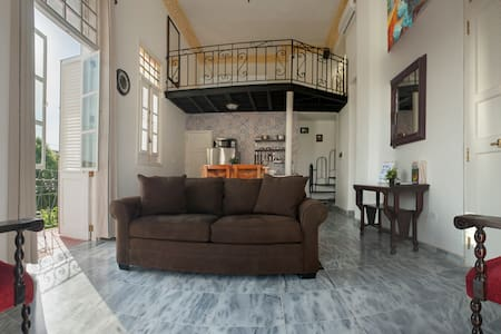 Colonial Balconies in Lovely Corner *Loft & Roof*