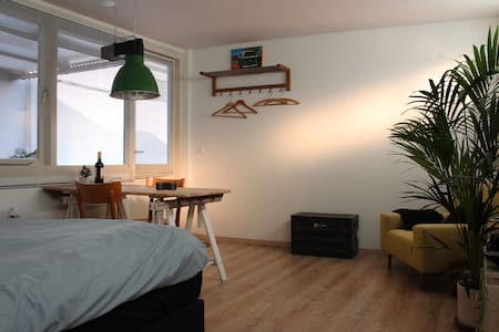 Modern guest house; clean, friendly - Hilversum
