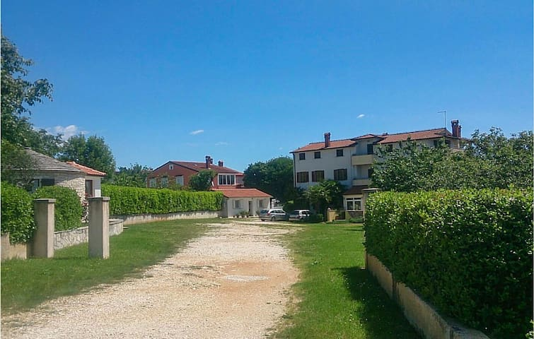 Holiday apartment with 3 bedrooms on 120m² in Zminj