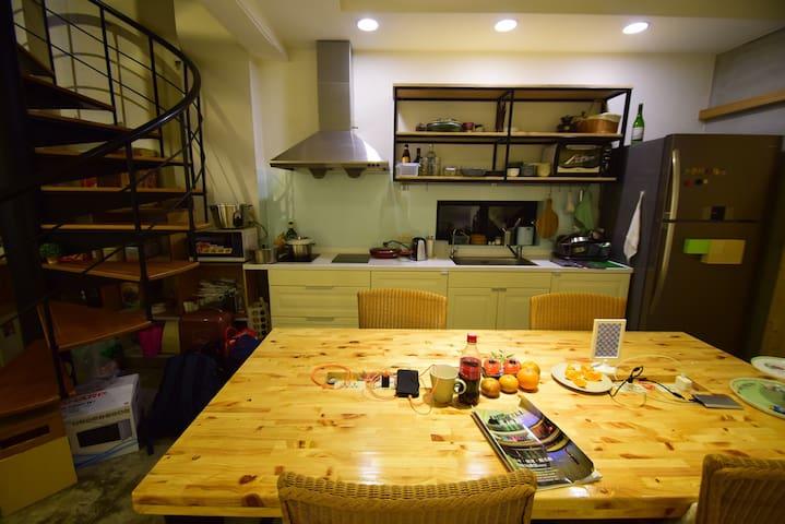 公共空間-廚房、交流的大長桌
