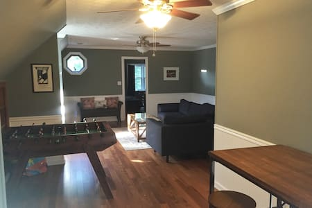 NEW *Gorgeous 2/2  Private APT *3 min to Pinewood! - Fayetteville