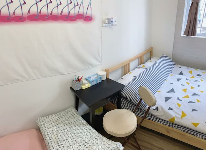 Cozy & clean budget studio in HKU/ Kennedy Town!
