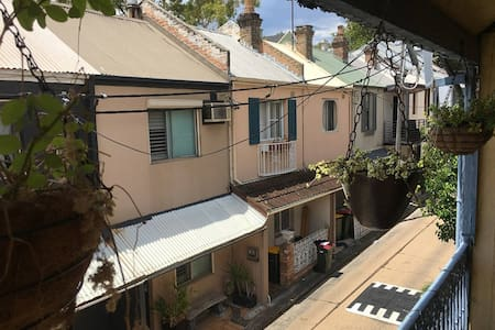 CHARMING TERRACE, IDEALLY LOCATED - Surry Hills