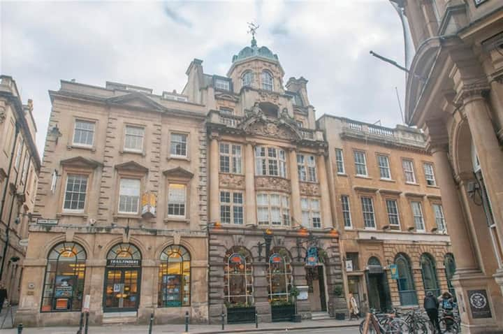 Historic two bed apartment in the City Centre