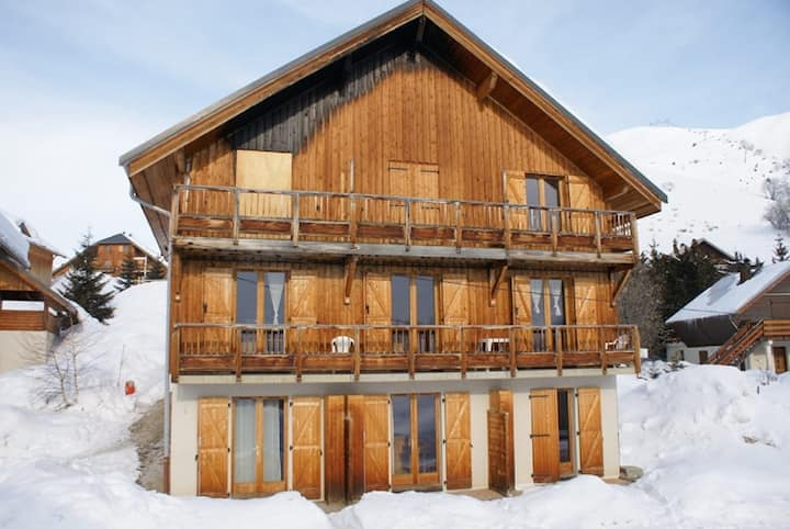 Apartment near ski slopes and ski school, ideal family of 4