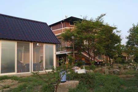농사짓는 농부의  그린민박 (1층 전체) - Oenam-myeon, Sangju - 独立屋