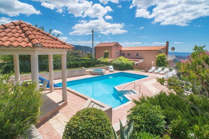 Villa Klara with 72m2 pool and view on Split