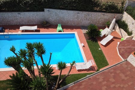 luxury home with large Garden/pool/ view of Ischia - ポッツオーリ