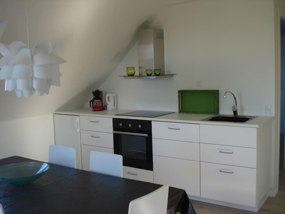 Køkken med spiseplads