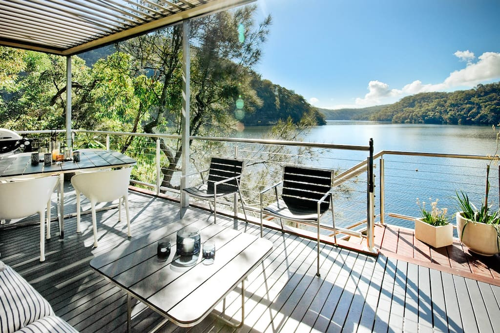Conveniently situated for domestic and international travellers alike, Calabash Bay Lodge is only a 1 hour minute drive north of the Sydney CBD or 1 hour 15 mins from Sydney Airport.