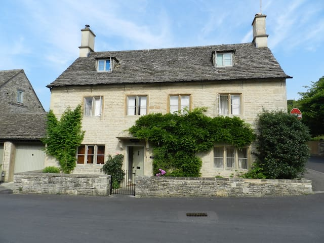 Grade II listed Cotswold Cottage - Bibury - Rumah
