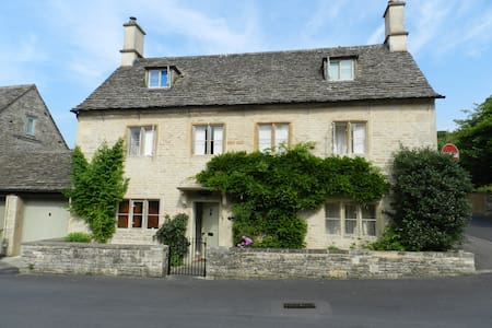 Grade II listed Cotswold Cottage - Bibury - Maison