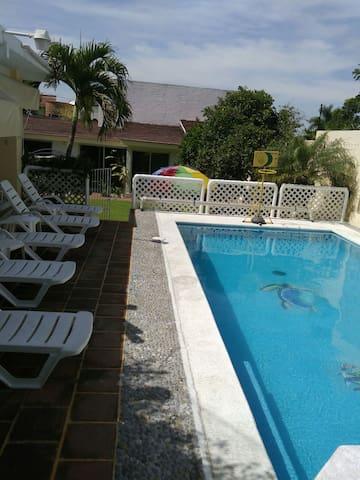 Amplia casa desanso/alberca climatizad- Cuernavaca - temixco - บ้าน