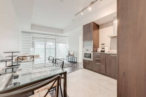 Ent. District/Waterfront + 1 BDRM + 1 BA+Sofabed.