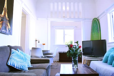 1 Bedroom+Sun-room+Parking 2 min from Bondi Beach. - North Bondi - Departamento