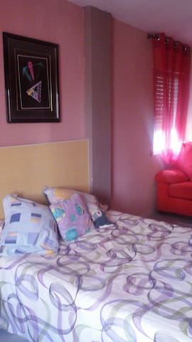 Habit doble,cama matrimonio y sofá - Castilleja de la Cuesta - Overig