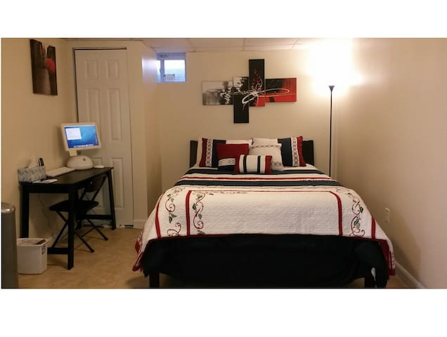 Spacious Private Floor, 3 Bedroom, 2 Bath, Kitchen - Ellicott City - Dom