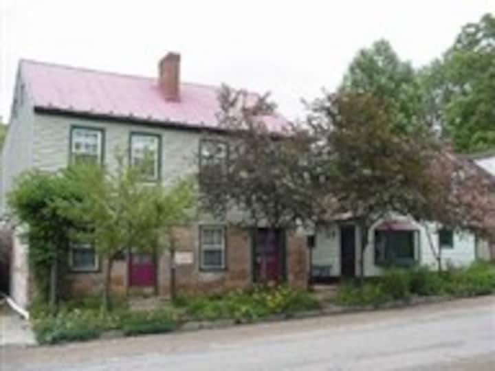 Perfect for Two couples in Historic District.